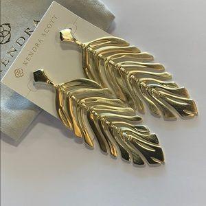 Lotus earrings gold